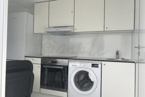Beboelsesvogn med køkken og kombi vaskemaskine/tørretumbler til leje
